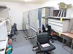 事務デスク・オフィスチェア・ホワイトボード