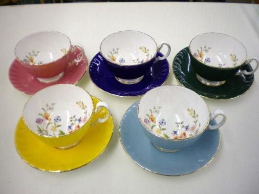 ☆英国 エインズレイのカップ&ソーサー買取りしました。