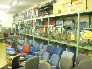 オフィス家具も大量に販売中!!
