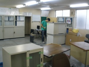 医薬品会社のオフィス家具、引上げに行ってきました。