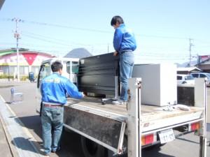 ◆オフィス家具配達の積み込中をカシャッ!!(^-^)