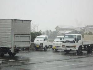 ★トラックに雪が積もり始めてます(>_