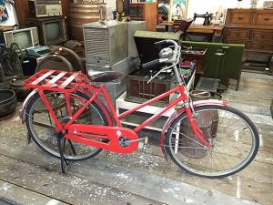 レトロな郵便局の自転車