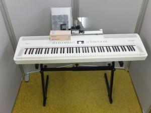 Roland 電子ピアノ FP-80 が仲間に加わりました!