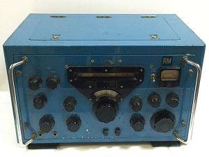 1950年代のレトロな真空管式無線機