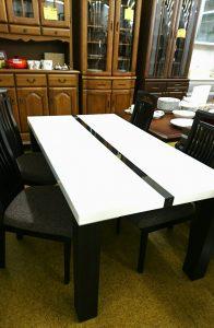 モデルハウスで展示していたモダンな食卓セッ トを買取りしました(^^♪