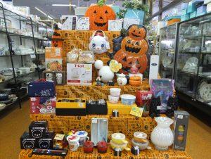 店内はハロウィン装飾や多彩な商品で賑やかです♪♪♪